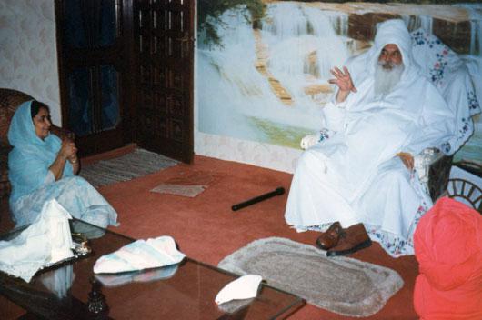 Bibi Gurcharan Kaur listens to Maharaj